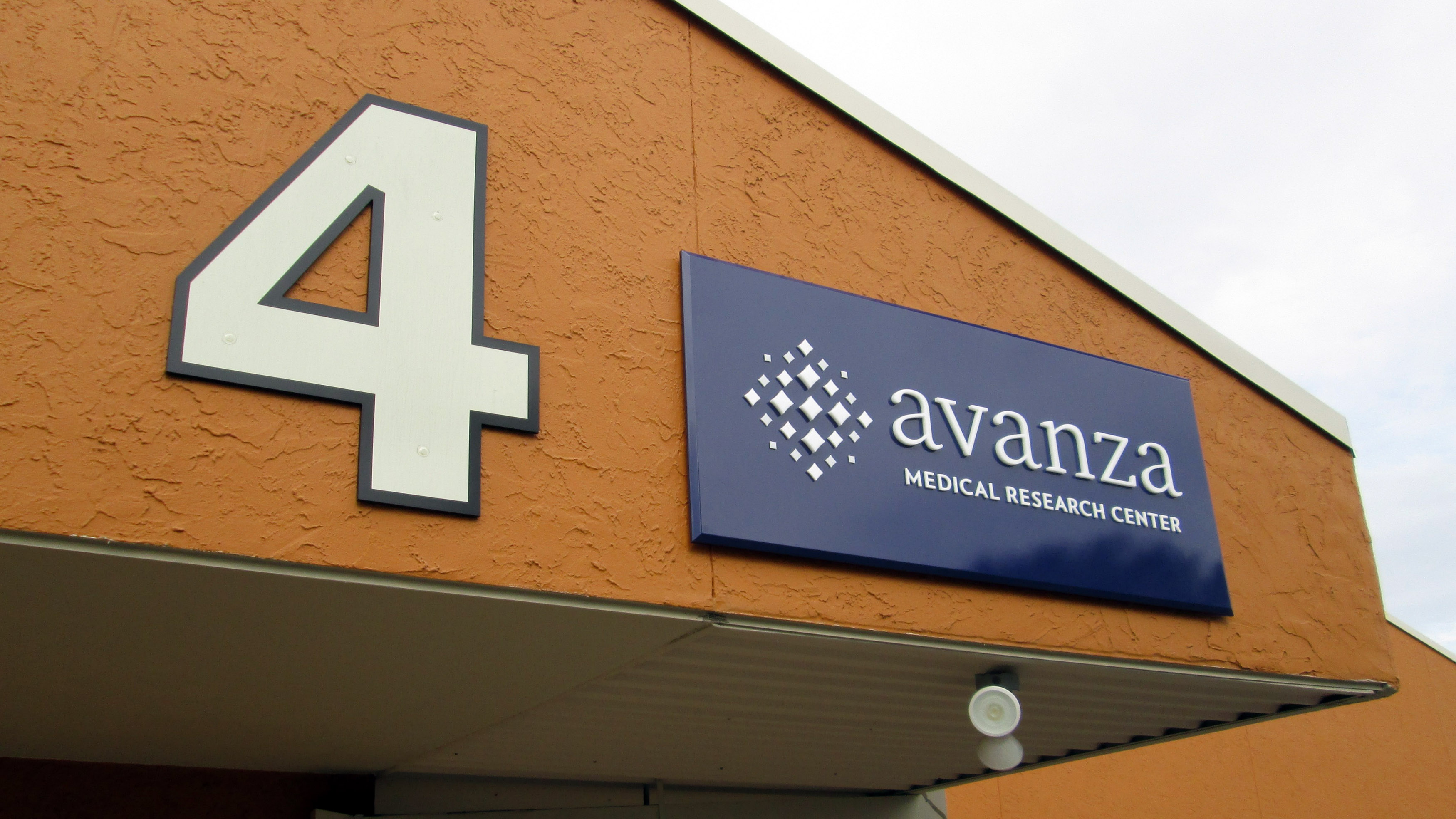 Exterior architectural signage for Avanza Medical by Pensacola Sign