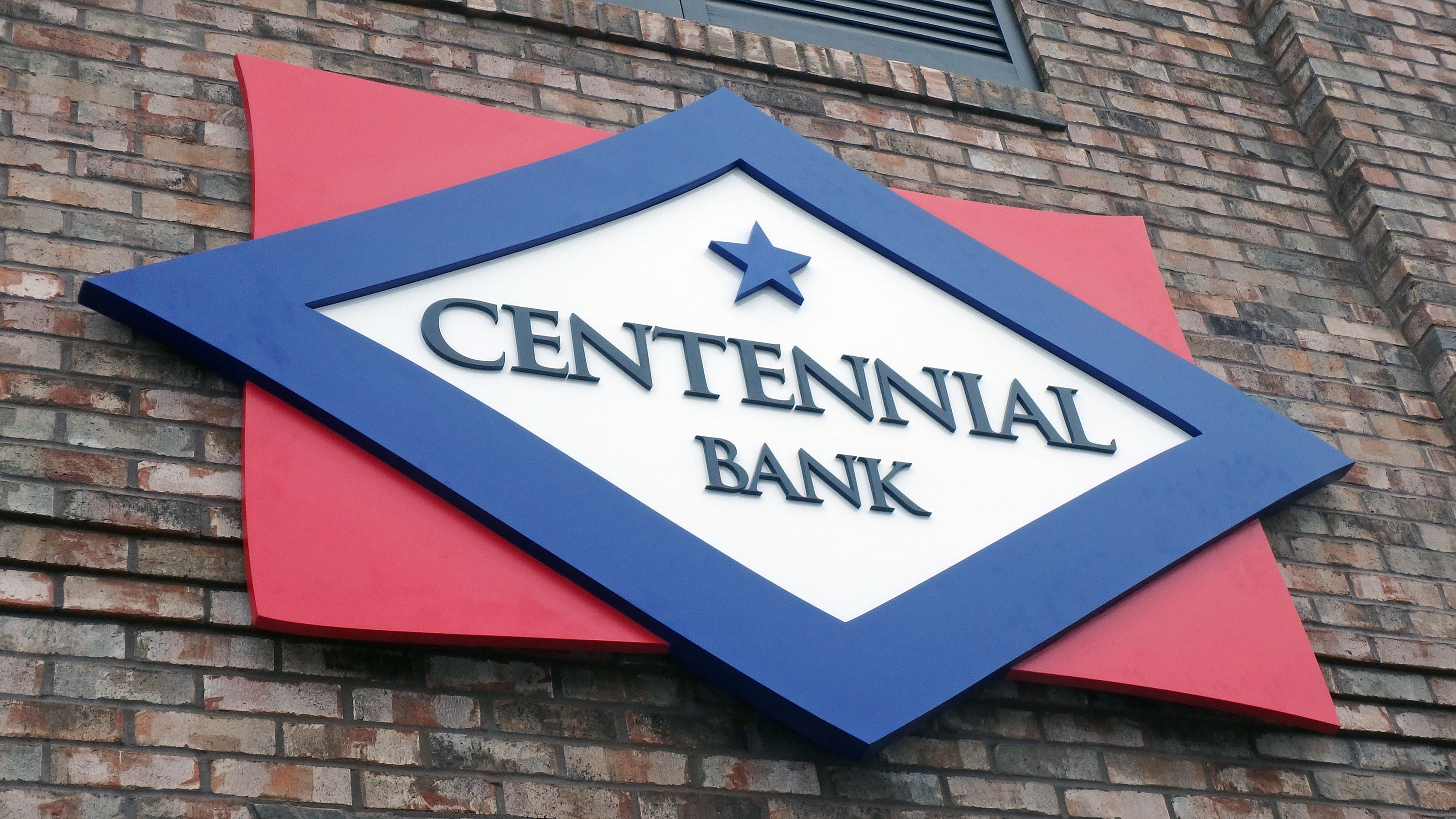 Architectural signage on Centennial Bank by Pensacola Sign