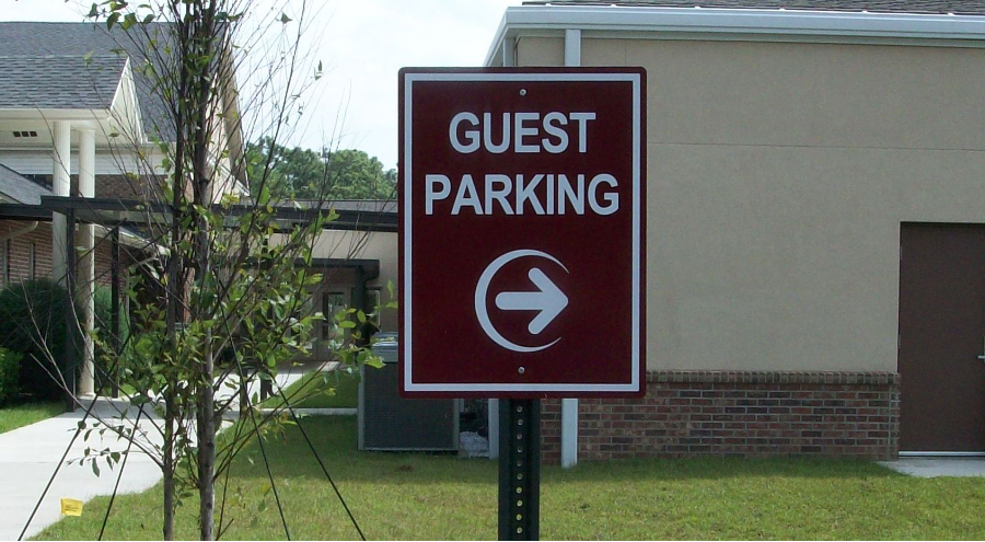 Exterior Wayfinding guest parking signage by Pensacola Sign